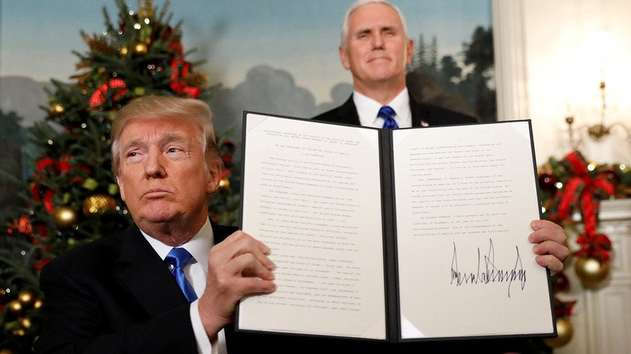 Trump holds up the Jerusalem decree.